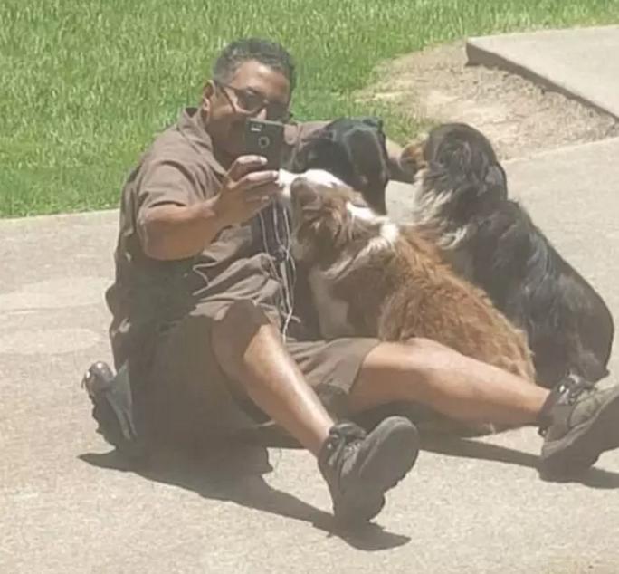Repartidor selfies con los perros